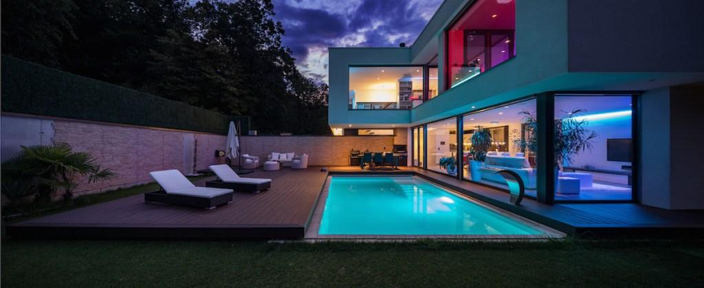 luxury market homes